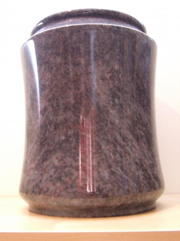 Van der Velde Natuursteen, grafmonumenten, glasmonumenten, kindermonumenten en sierurnen, meer dan 50 jaar vakmanschap in de regio Zeist -urn12