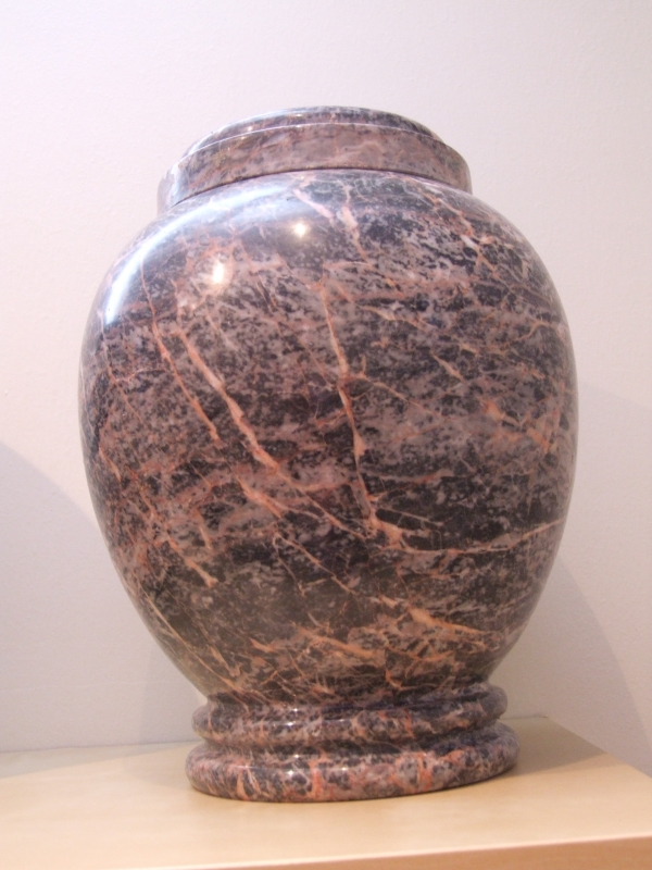 Van der Velde Natuursteen, grafmonumenten, glasmonumenten, kindermonumenten en sierurnen, meer dan 50 jaar vakmanschap in de regio Zeist -urn13